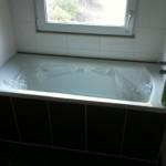 eine Badewann gibt es auch - mit Fenster!