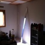 die Wand in der Küche ist schon verkleidet