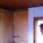 die Wand im Wohnraum entsteht
