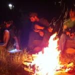 Feierabendlagerfeuer mit Gitarrenmusik